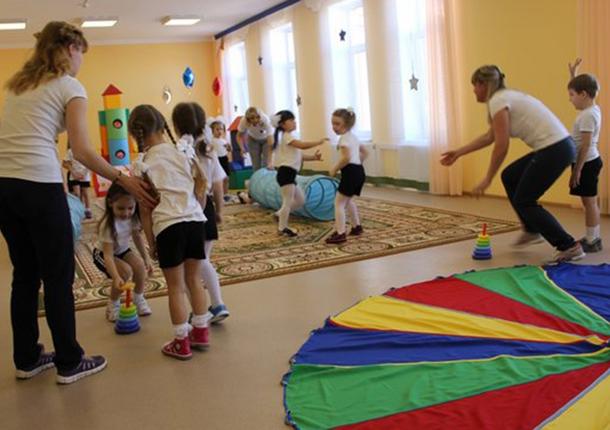 В Саратове школы начнут соединять с детскими садами